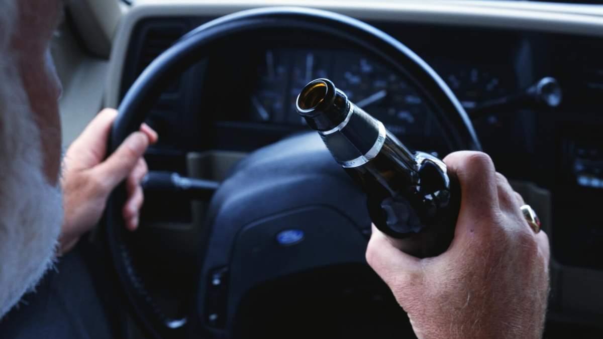 Водіння авто в нетверезому стані відтепер злочин в Україні