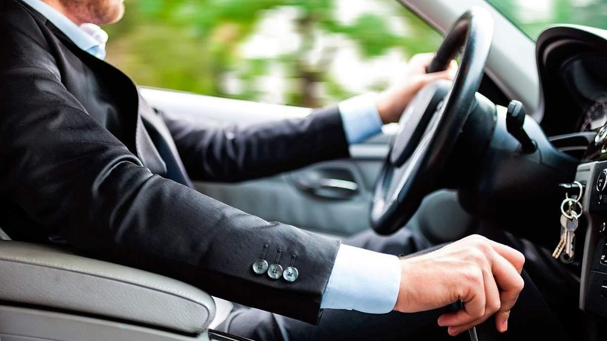 Помилки за кермом під час подорожі, які роблять навіть досвідчені водії