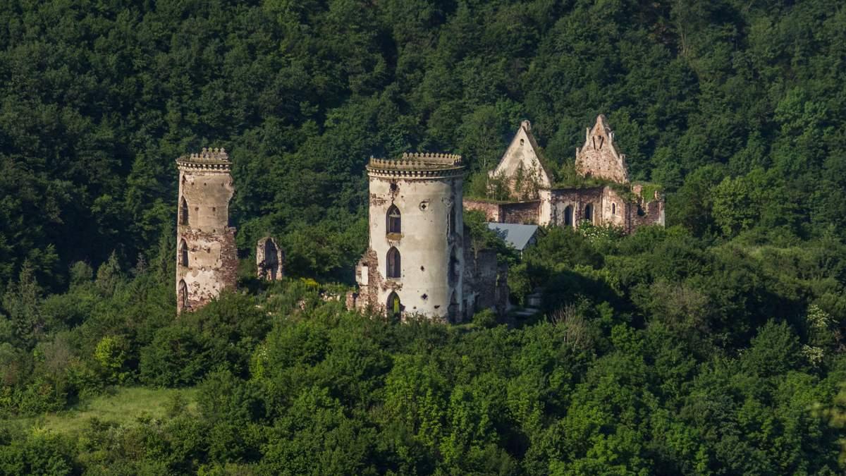 Занедбані українські палаци та замки, які зникають на очах
