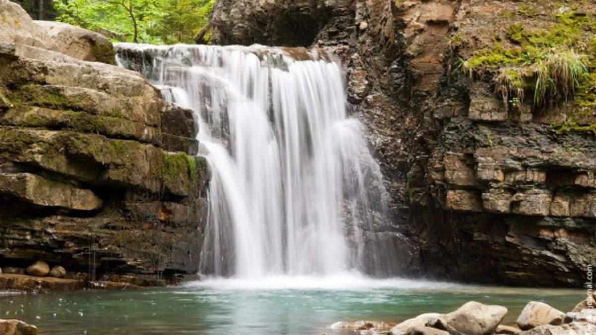 5 найгарніших водоспадів України: мальовничі фото