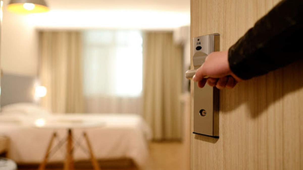 Брудні готельні секрети: 5 речей в номері, яких не треба торкатися туристу