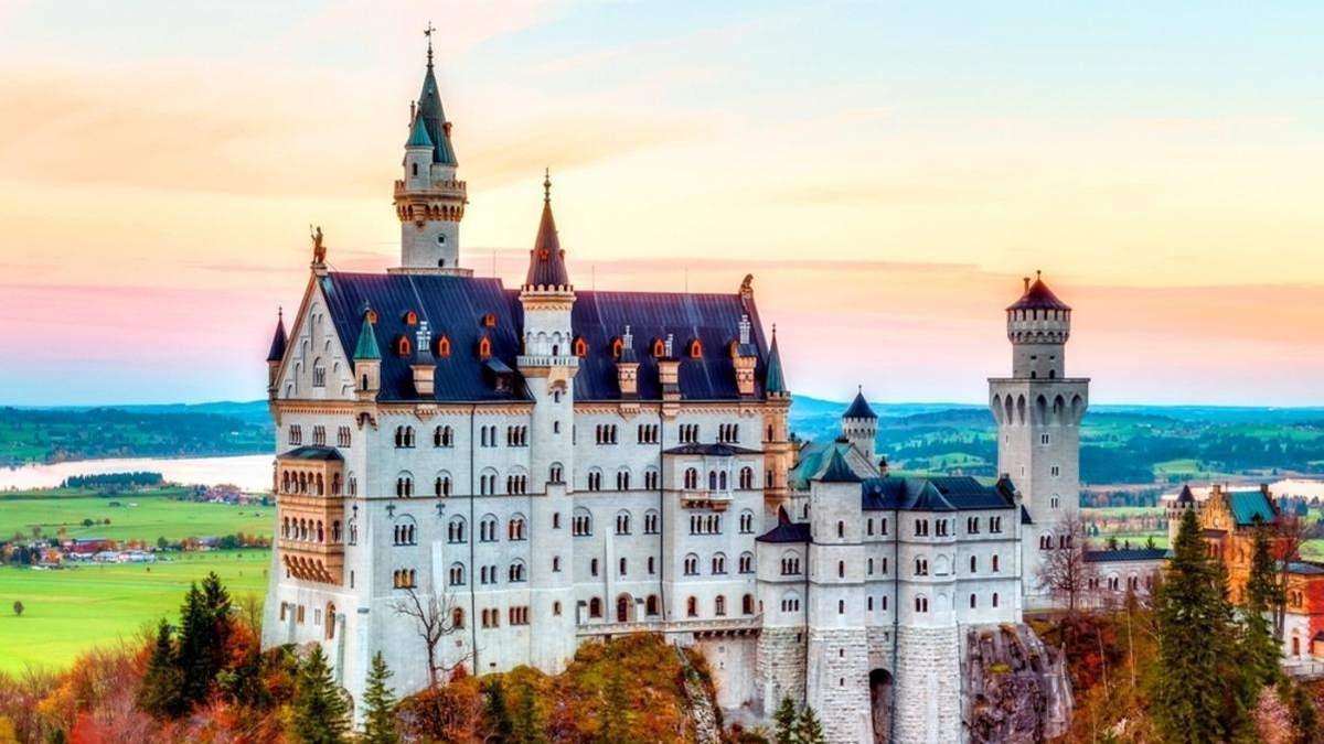 6 самых захватывающих замков Европы: живописные фото