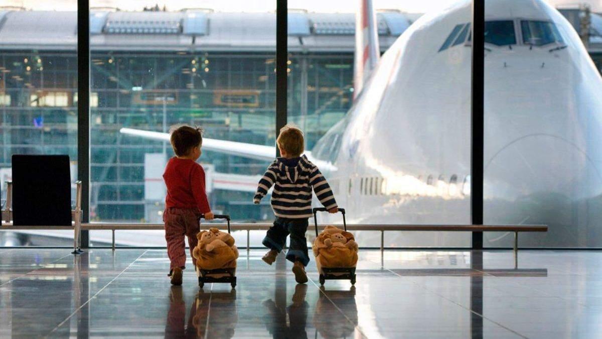 Пасажирка літака побила матір двох дітей
