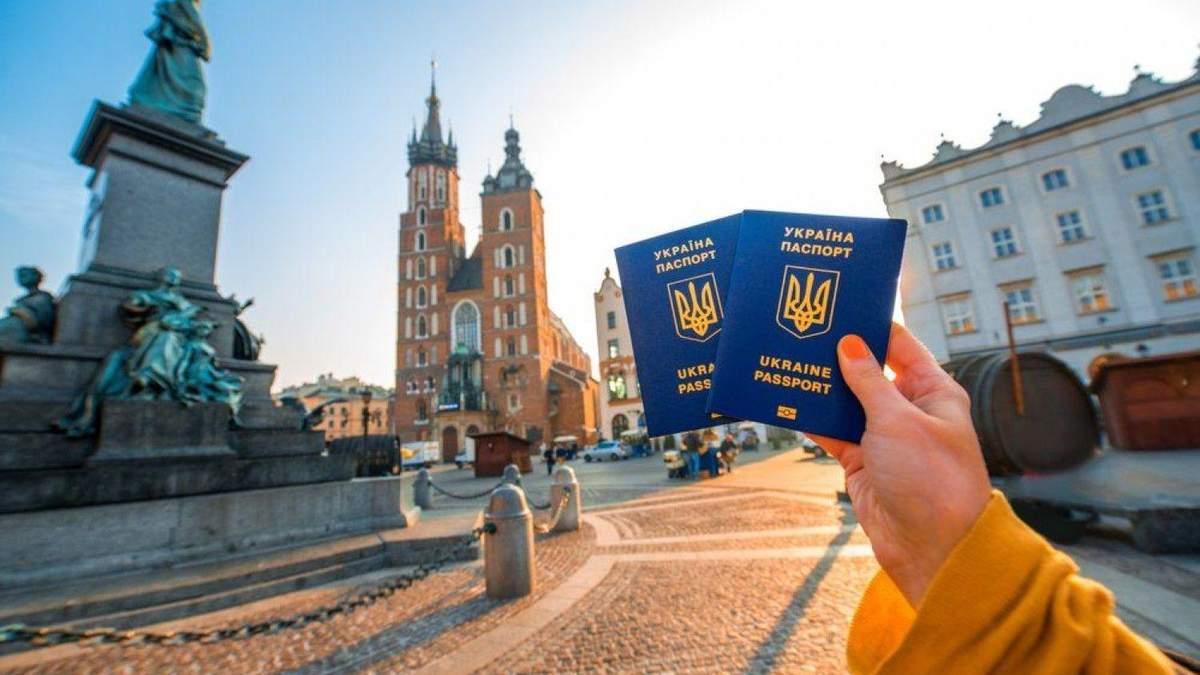 Українці не зможуть в'їхати в Європу по безвізу ще декілька місяців