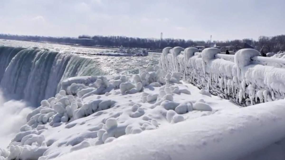 Ніагарський водоспад у США замерз: неймовірні відео