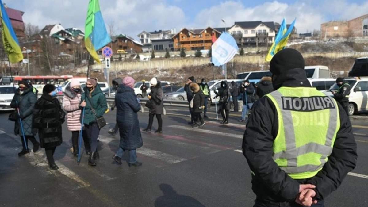 На Прикарпатті підприємці заблокували курорт Буковель з вимогою його закриття