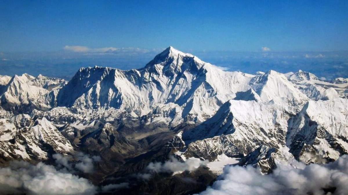 В Непале альпинистам вновь разрешили восхождение на Эверест