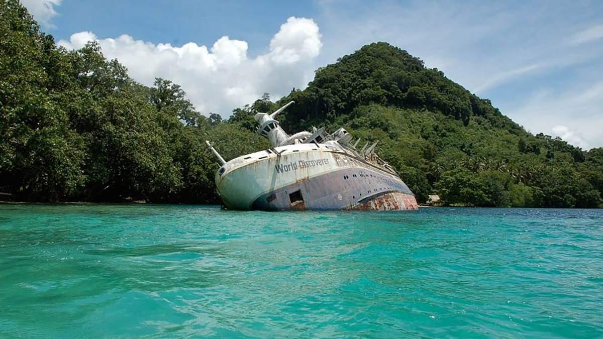 Покоится в теплой бухте: история корабля World Discoverer, который наткнулся на неизвестный риф