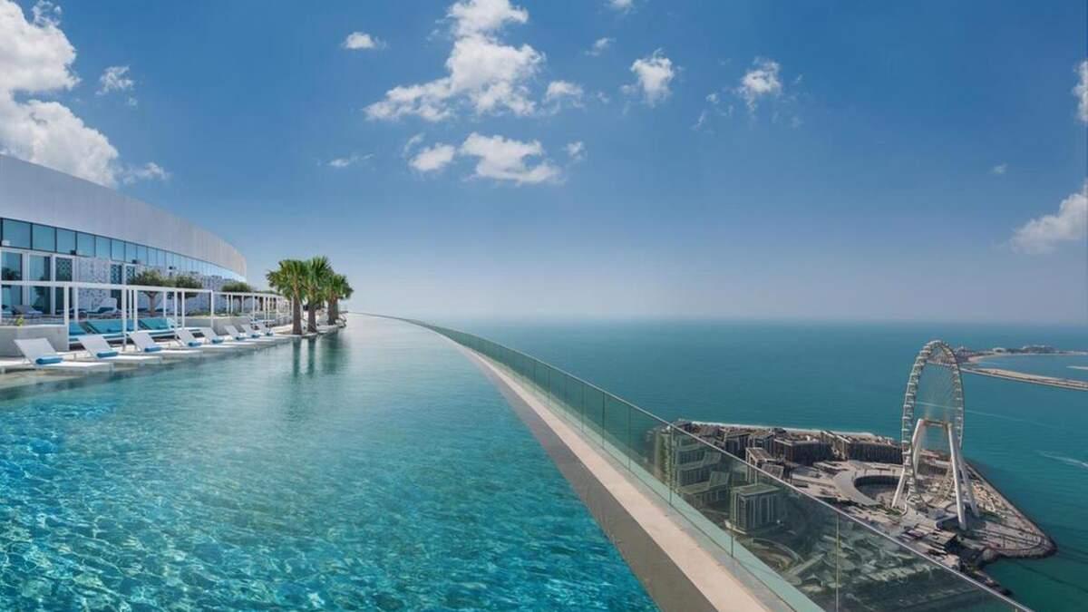 За найвищий панорамний басейн: готель у Дубаї потрапив до Книги рекордів Гіннеса
