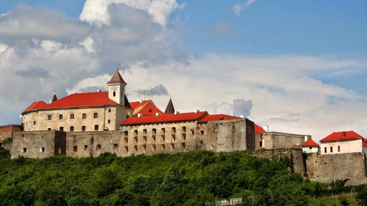Легенди, які приховує мальовничий замок Паланок