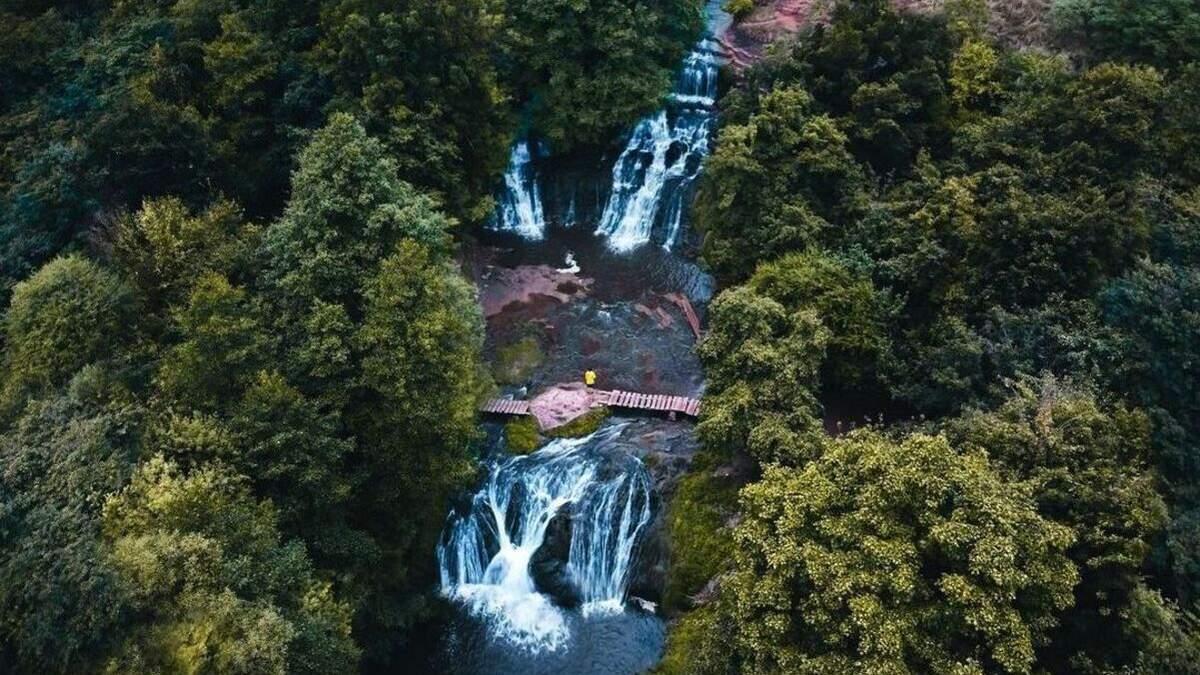 7 дивовижних водоспадів України, які слід відвідати навесні: неймовірні фото