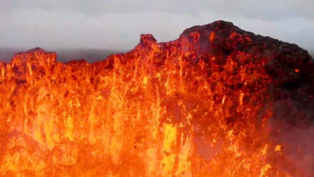 Извержение вулкана Фаградалсфьяль
