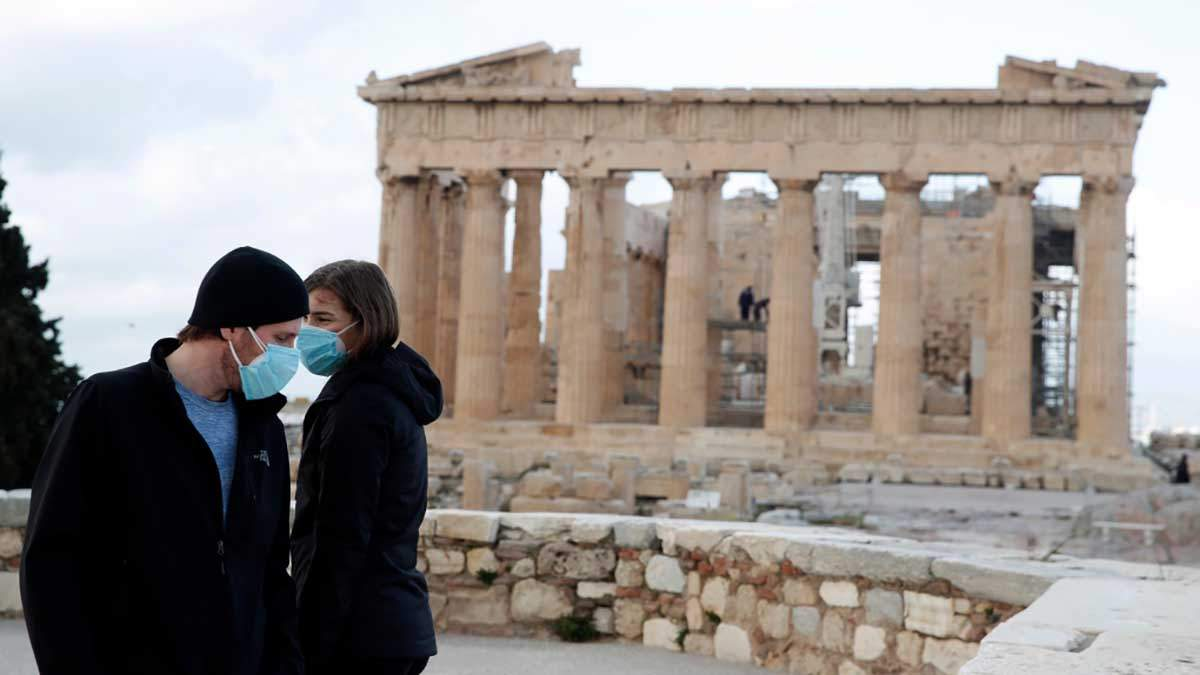 Греция смягчает карантин: откроют пляжи и музеи