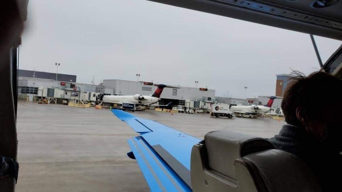 Двери самолета отвалились при взлете