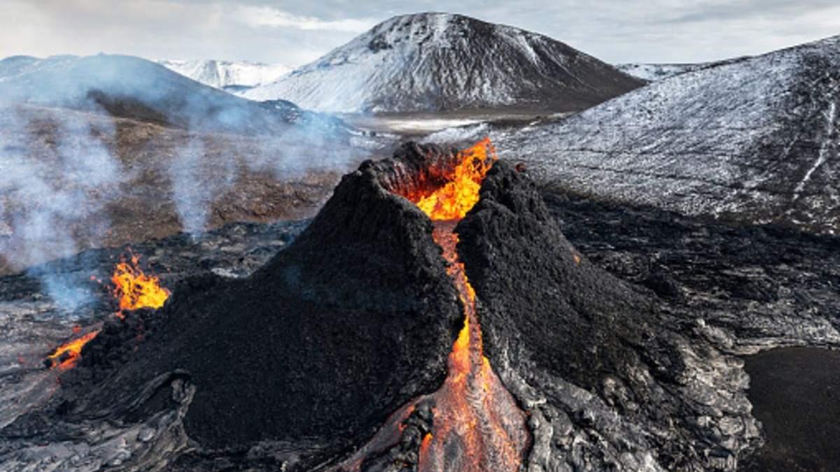 В Ісландії намагаються продати активний вулкан