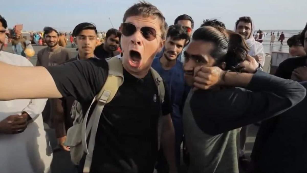 Комаров знайшов хлопця, який здатен обертати голову на 180 градусів