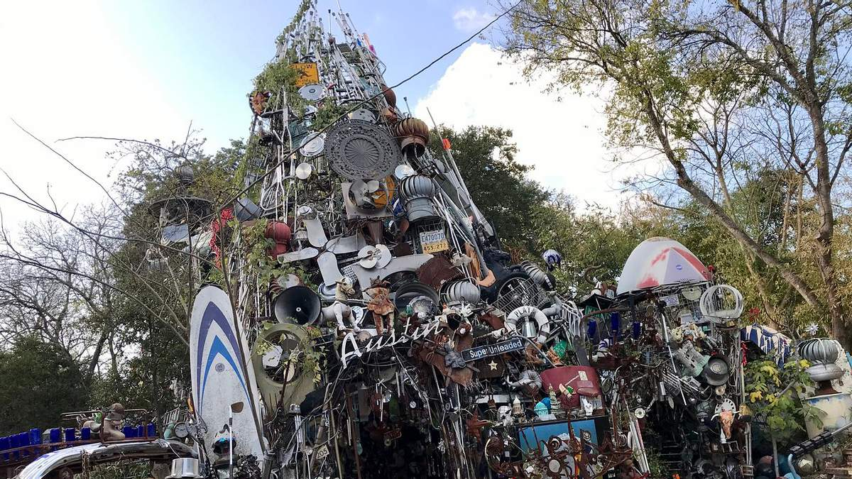 Американец построил собор из 60 тонн мусора