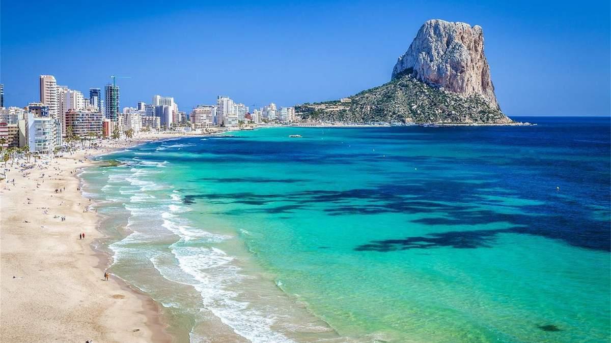 Іспанія відкриває кордони для всіх вакцинованих туристів