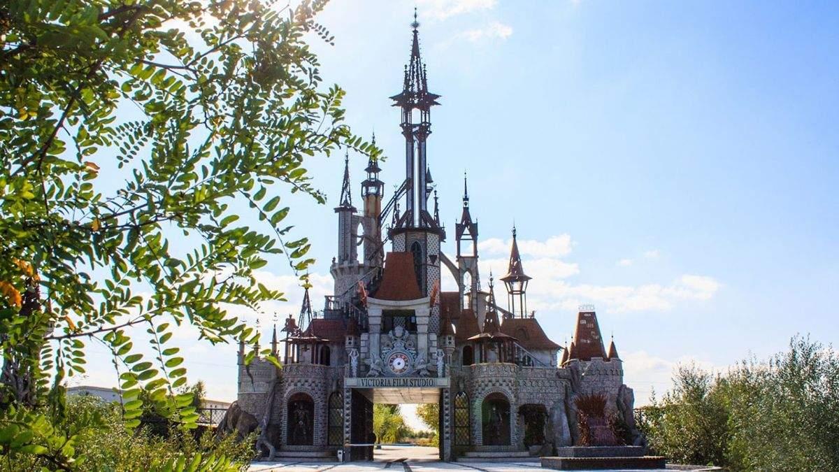 Диснеївський замок в Україні: маршрут до казкової будівлі
