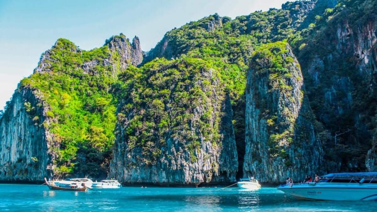 Острів Пхукет відкрився для вакцинованих мандрівників