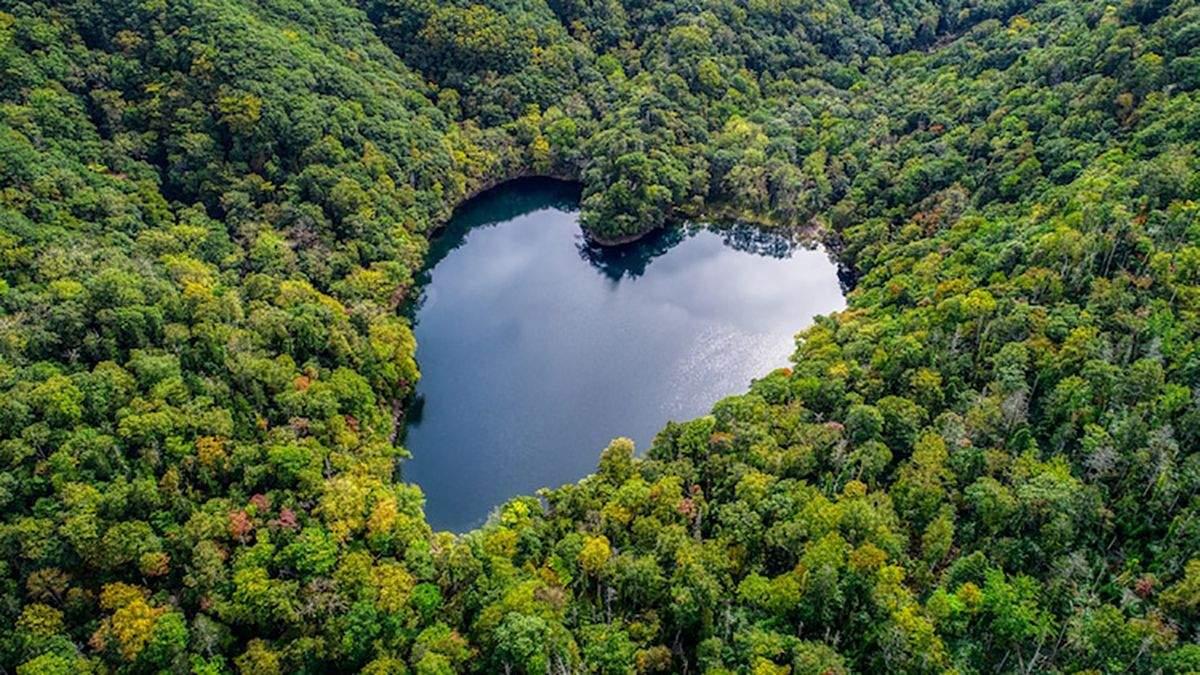 Озеро в Японии, имеет идеальную форму сердца