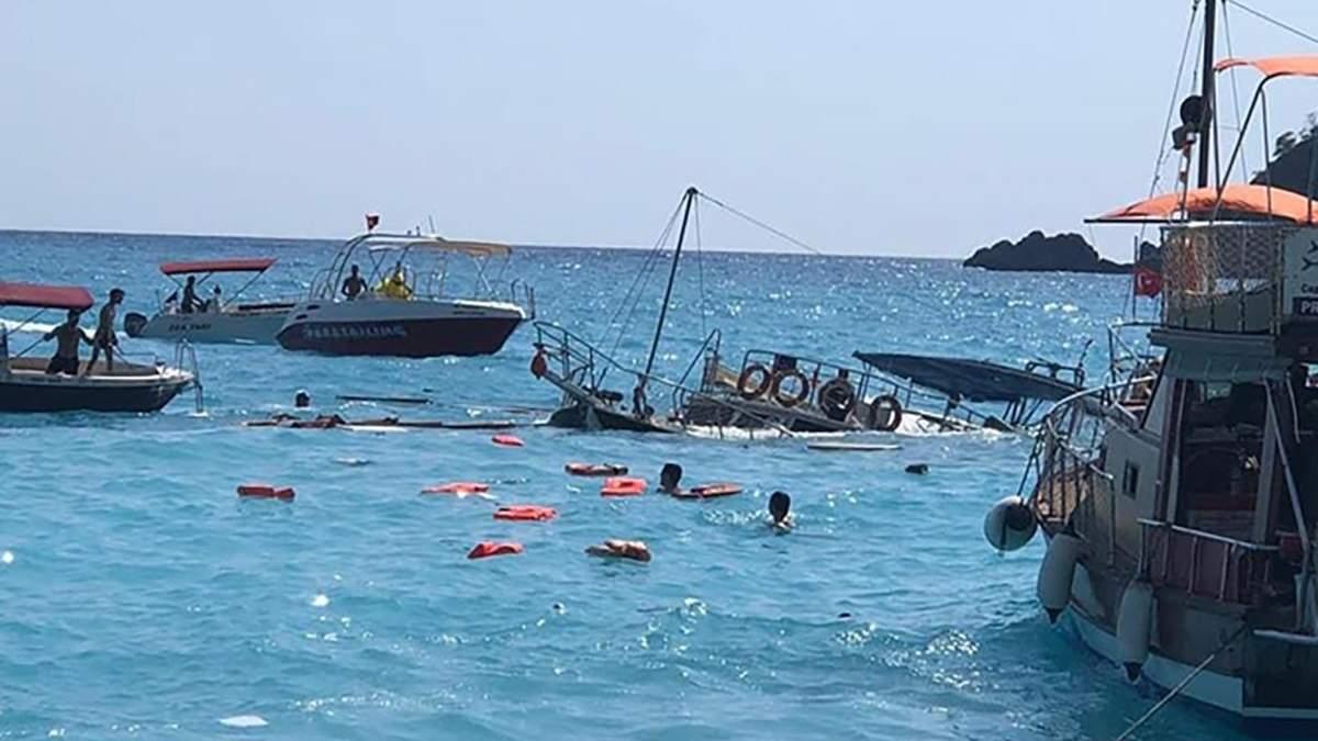 На турецькому курорті Фетхіє затонув катер: загинула 2-річна дитина