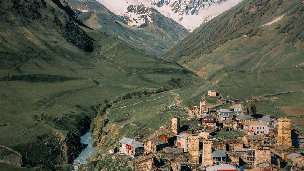 Грузинське селище в обіймах гір: Сванетія дивує красою