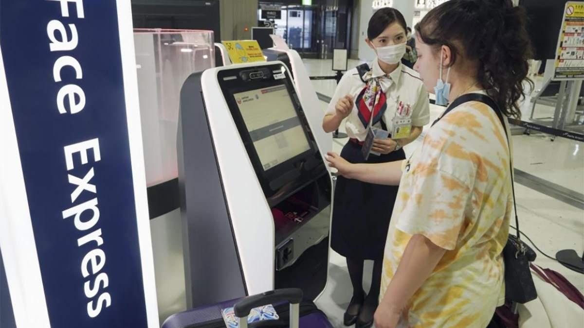 В Японии регистрация на рейс проходит без проверки документов: видео