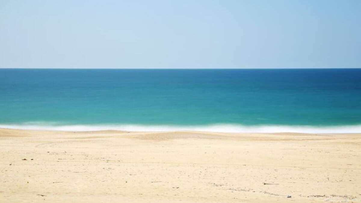 В сети показали чистое море в поселке Курортное