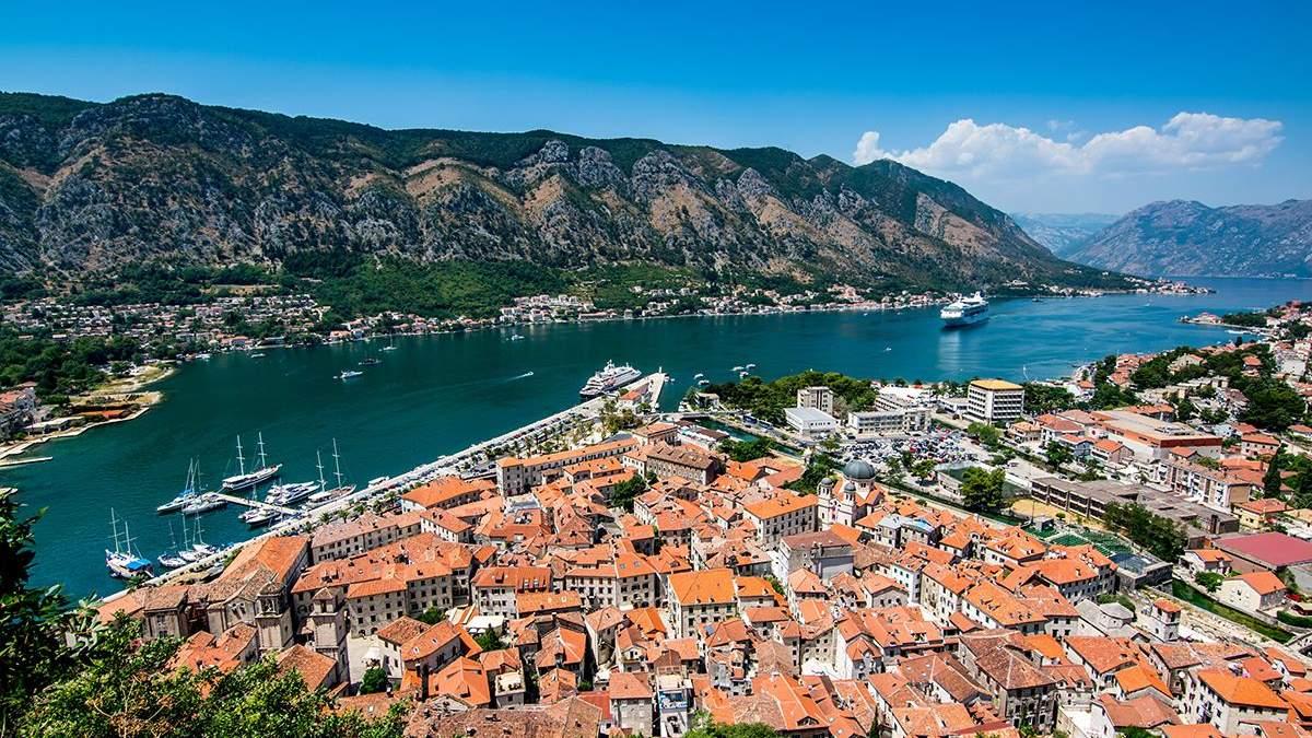 Курортна Чорногорія посилює вимоги для туристів на в'їзд