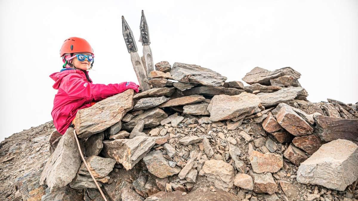 5-летняя девочка из Ровно покорила вершину Большого Кавказа: фото