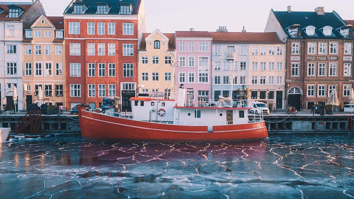 Перемогли пандемію: у Данії скасують усі обмеження через COVID-19