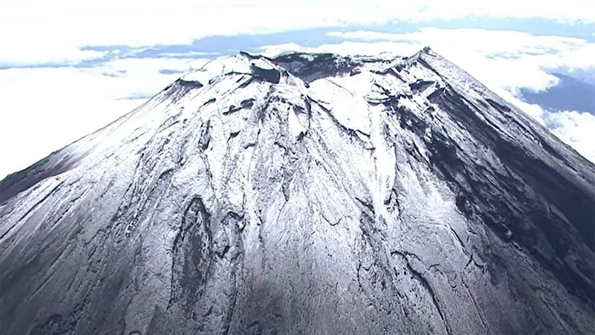 Священна гора Японії вкрилася снігом на місяць раніше: чарівне відео - Travel