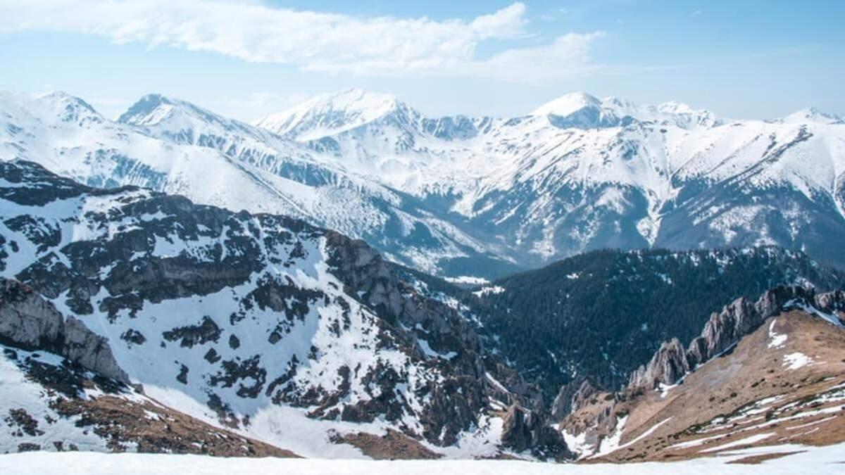 На популярні гірськолижні курорти Болгарії та Словаччини: SkyUp анонсувала зимові рейси - Travel