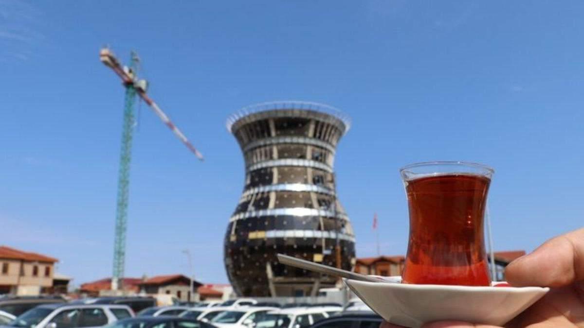 """Столиця """"чаю"""" отримає свій символ: у провінції Туреччини будують 29-метрову склянку – бардак - Travel"""
