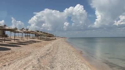 Порожні пляжі: через негоду на Херсонщині майже немає туристів