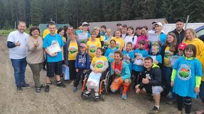 Рекордсмени з Львівщини: понад 40 дітей з інвалідністю піднялись на Говерлу – фото та відео