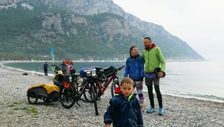 """Путешествовать по миру с малышом на велосипедах: секрет успеха """"Двухколесных хроник"""""""