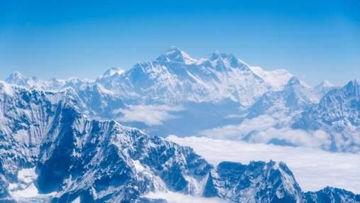 Доступ для туристів на Еверест знову закрили через COVID-19