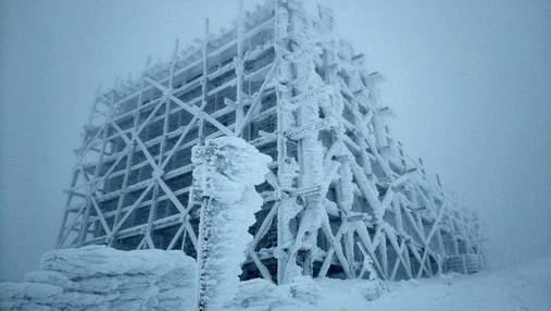 У Карпатах шторм та намерзання криги: рятувальники закликають туристів не ходити в гори