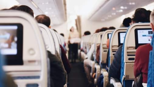 Стюардеса перерахувала, що у жодному разі не можна робити на борту літака
