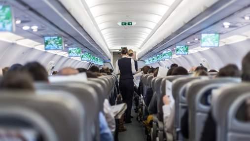 """""""Мертва голова"""" на борту: стюардеса пояснила значення спеціальної фрази для екіпажу"""