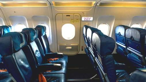 Чому з аварійних виходів у літаках віє холодом: відповіді фахівця