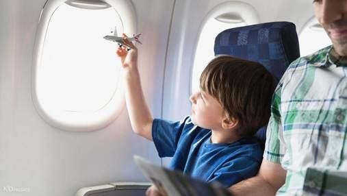 Метод Вальсальви та диво-льодяник: як пережити авіапереліт з дитиною та зберегти нерви