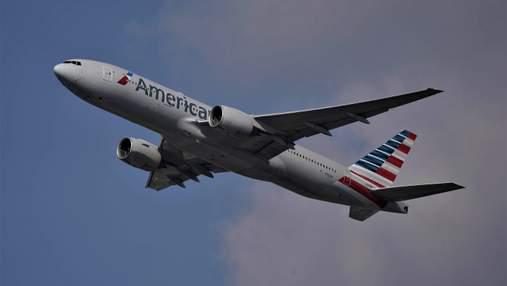 Пассажирка избила стюардессу в самолете из-за мусора