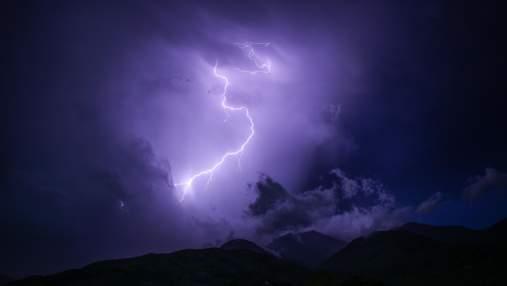 Стюардесса рассказала, что будет, если в самолет попадет молния