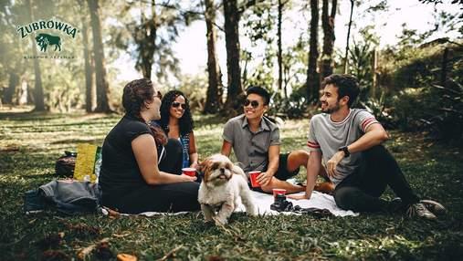 Як одягнутися на пікнік, щоб було зручно й стильно