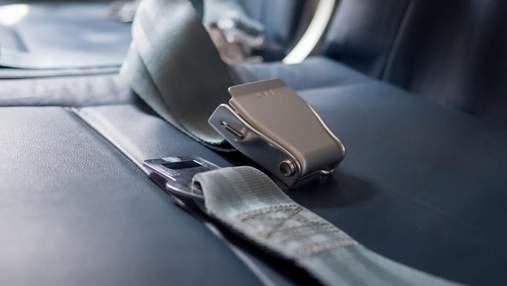 Яка різниця між ременями безпеки у пасажирів та бортпровідників: відповідь стюардеси