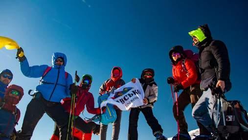Три жительки Львівщини підкорили найвищу вершину Туреччини: фото